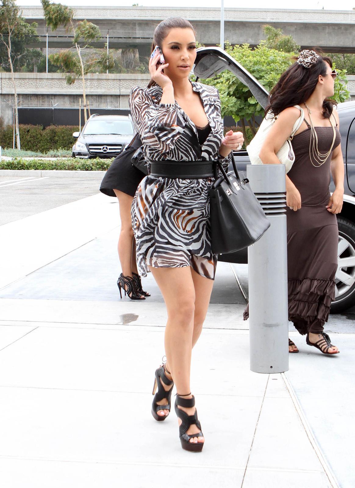 http://4.bp.blogspot.com/-gVGjzhrQvXw/Tqbj8PlR9nI/AAAAAAAABpY/jPw0Re4W0_E/s1600/Kim+Kardashian32295909.jpg