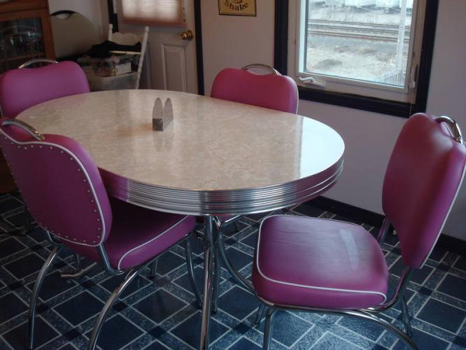 Retro kitchen table and chairs for sale learn about for Kitchen table and chairs for sale