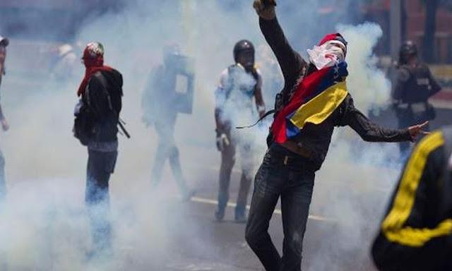 Εκτός ελέγχου η κατάσταση στη Βενεζουέλα – Διαδηλωτές έκαψαν ζωντανούς δύο άνδρες (Βίντεο)