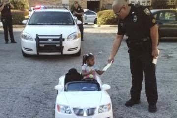 Anak Tahun Pengendara Mobil Mainan Ditilang