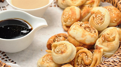 خبز عربي بالطحينة ودبس العسل