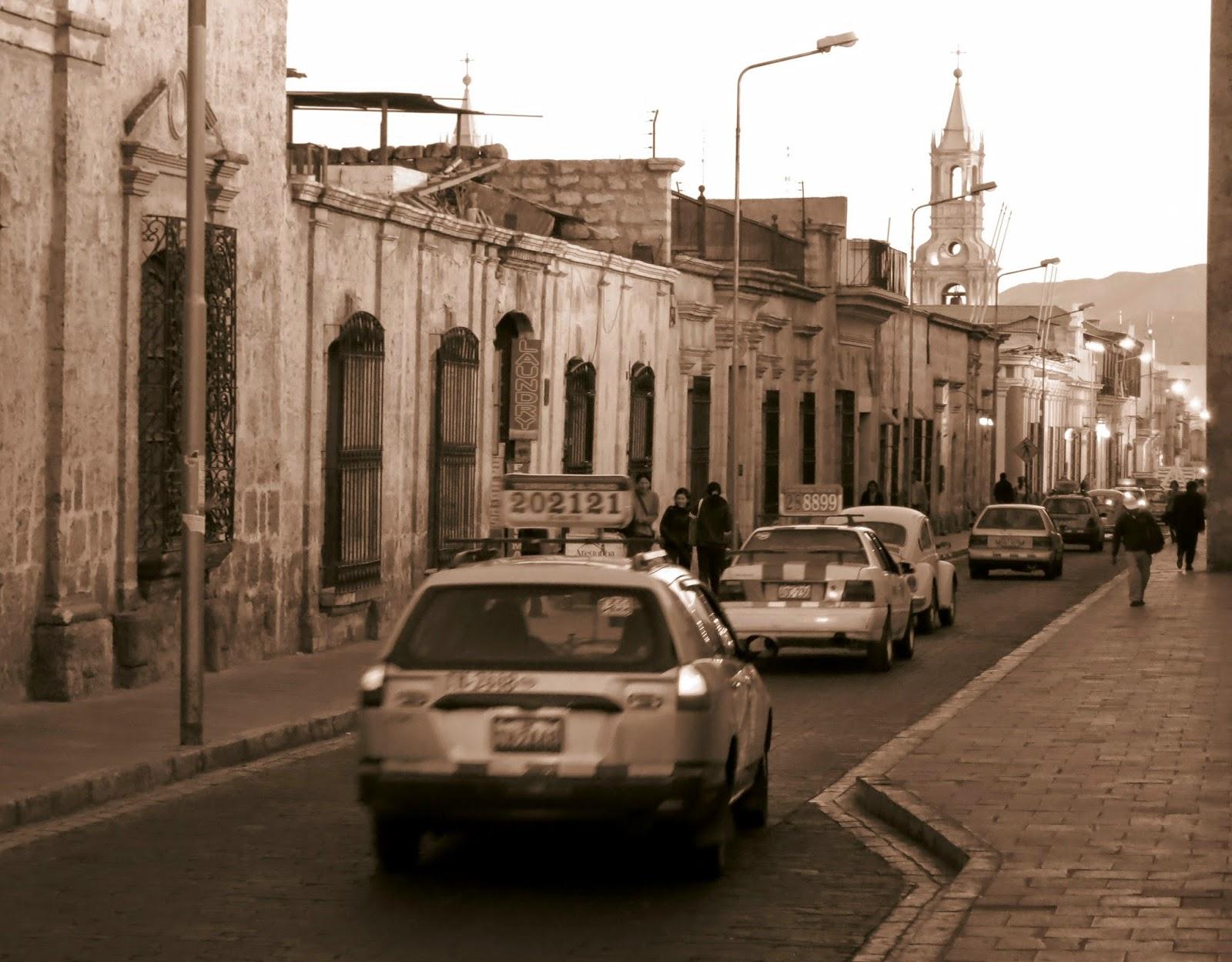 Calle del casco histórico de Arequipa.