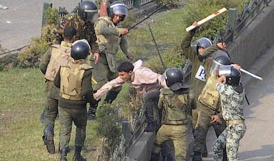 http://www.fenomania.com/2012/05/pendemo-wanita-di-telanjangi-aparat.html