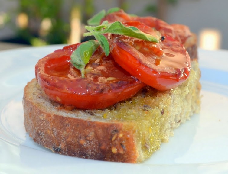 Bruschetta de Tomate Assado (vegana)