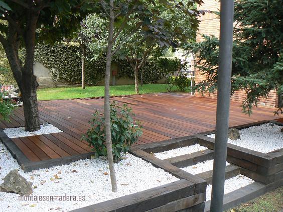 Decoraci n de exteriores tarima ipe en jardin for Decoracion exterior jardin