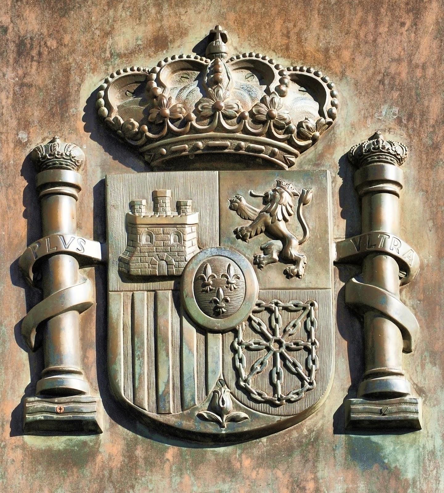 Escudo de España en la puerta del Congreso de los Diputados.