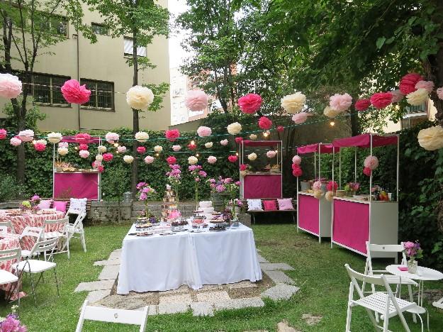 Momentips un bautizo de pompones color fucsia for Decoracion bautizo en jardin