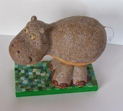 création unique et originale en terre cuite grès chamotté hippotame souriant brun tout l'univers créatif et poetique de mimi vermicelle