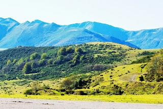Aller, pico La Teyera, vista de la sierra de Cuaña desde Coto Bello