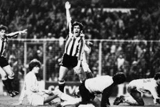 Dani tras marcar un gol al Madrid en 1984