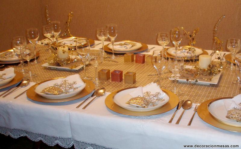 Decoracion de mesas mesa navidad en blanco y dorados - Adornos mesa de navidad ...