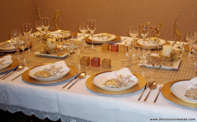 Decoracion de mesas mesa navidad en blanco y dorados - Adornos mesa navidad ...
