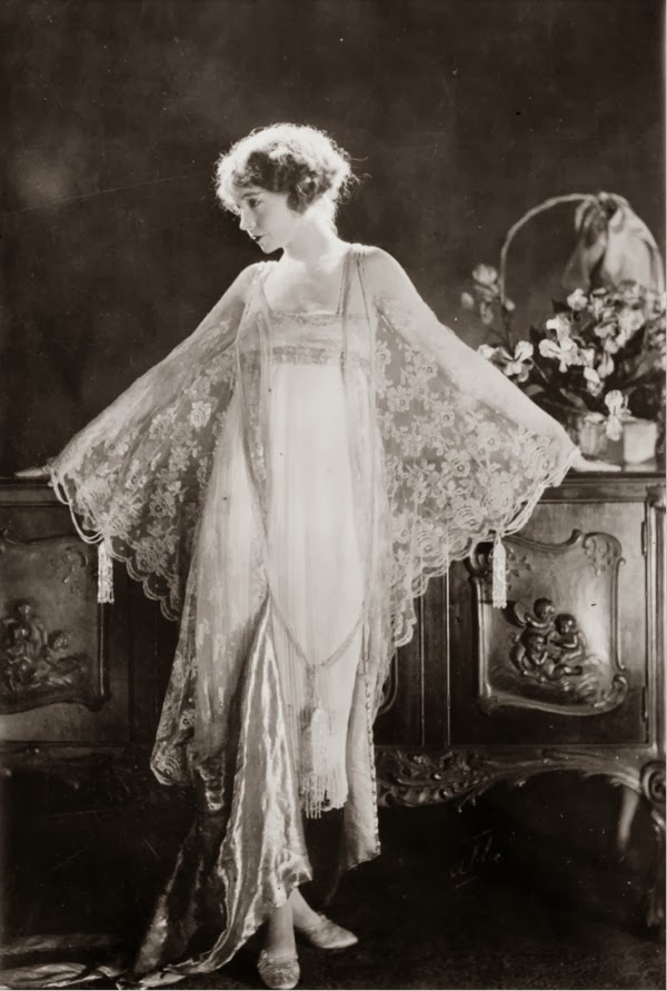Lillian Gish in Lace #1920s #fashion #lace #gish