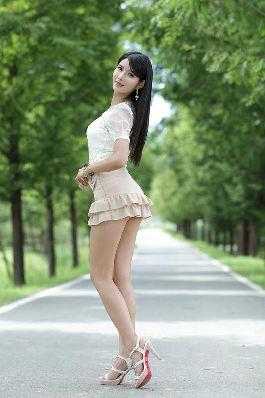Lee Sung Hwa Sexy in Ruffle Mini Dress