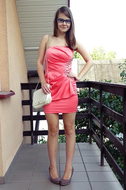 OOTD: Brzoskwiniowa sukienka z klejnotami z second handu :*