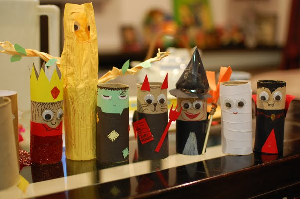 and this fun youtube video from soreribsin will show you how to turn empty cardboard rolls into fun halloween treat holders - Youtube Halloween Crafts