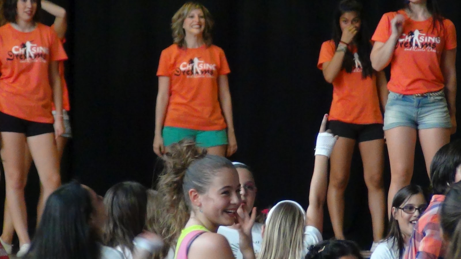 Escuela de danza y acrobacia gimnasio pir mide junio 2012 for Gimnasio hospitalet