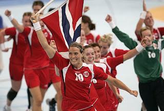 BALONMANO-Noruega oro, Francia plata y España bronce