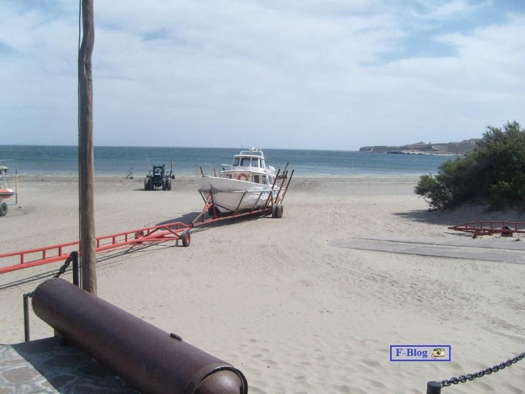 Puerto Madryn - Puerto Pirámides - Ingreso de embarcación para avistaje de ballenas