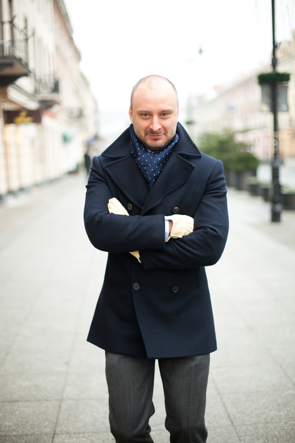 A pea coat is a great addition to any fall or winter wardrobe. Pea Coats were first worn by European and later American sailors. Normally a pea coat will be of a shorter length stopping right around the hips and be made from wool or a wool-blend.
