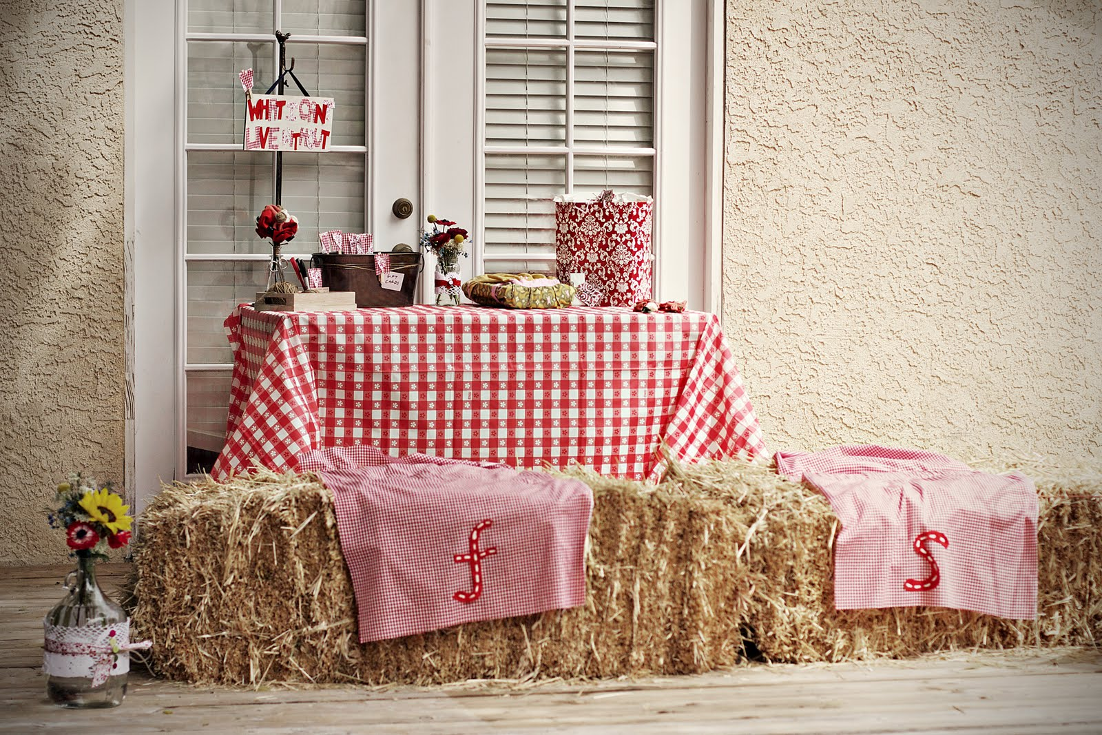 Creative ideas backyard bbq wedding shower for Decorating ideas for outdoor engagement party