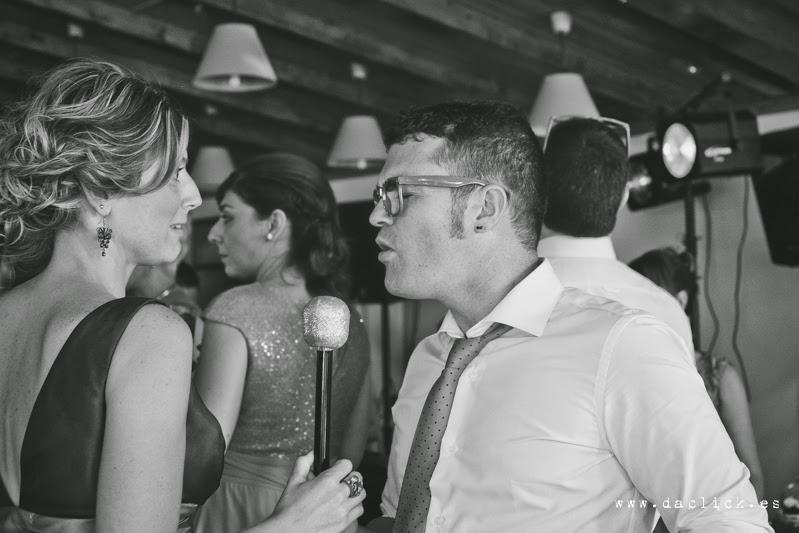 invitados de boda divirtiendose