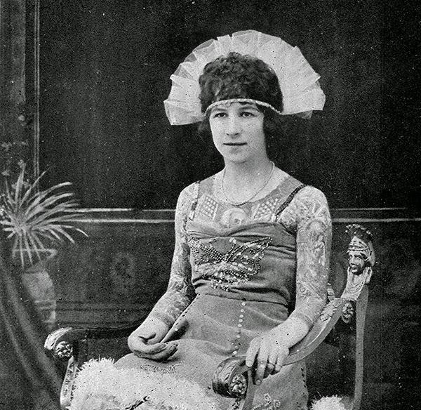 39 Astonishing Vintage Portrait Photos of Tattooed Ladies