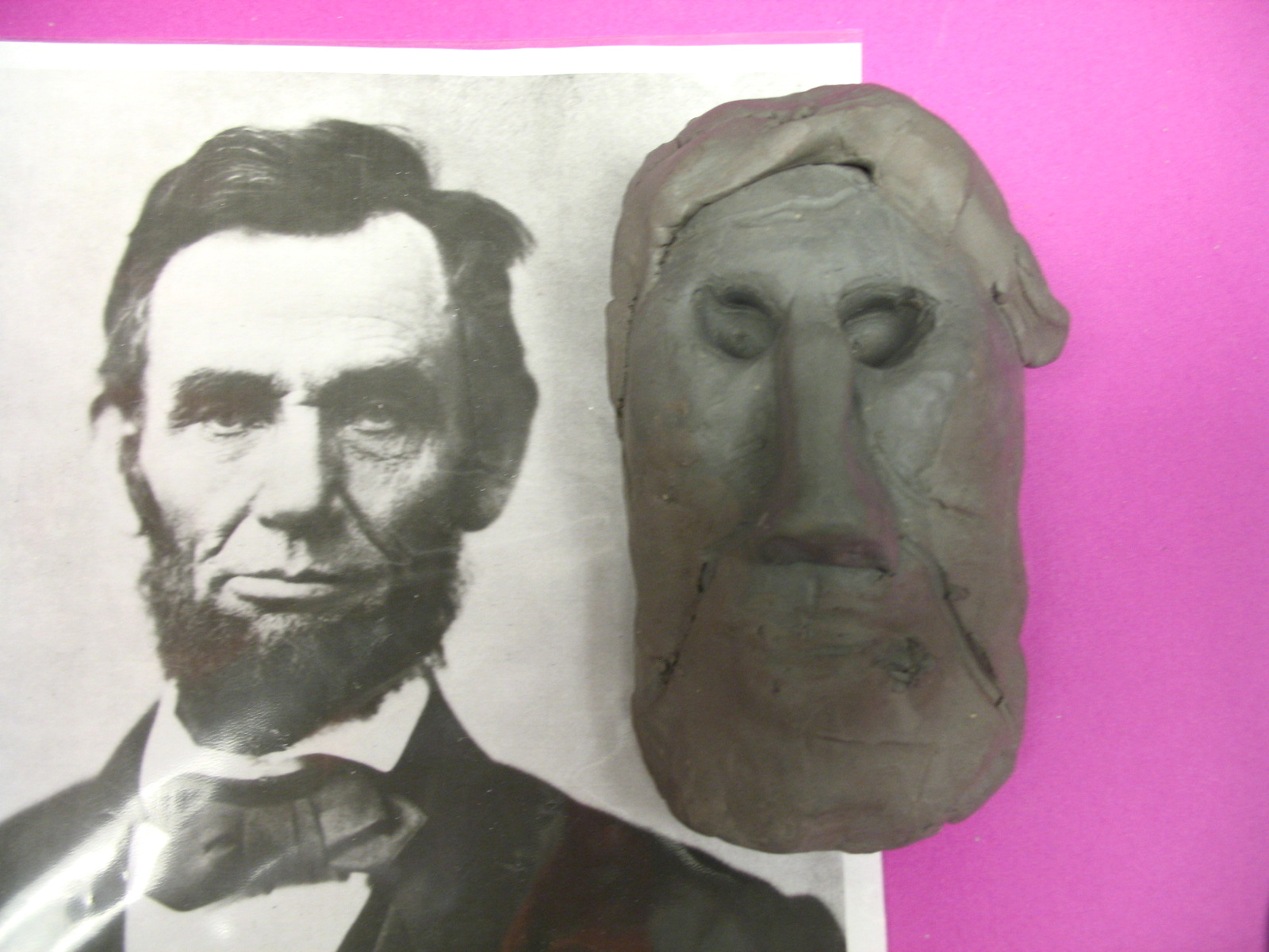 Face sculpture by a middle school student