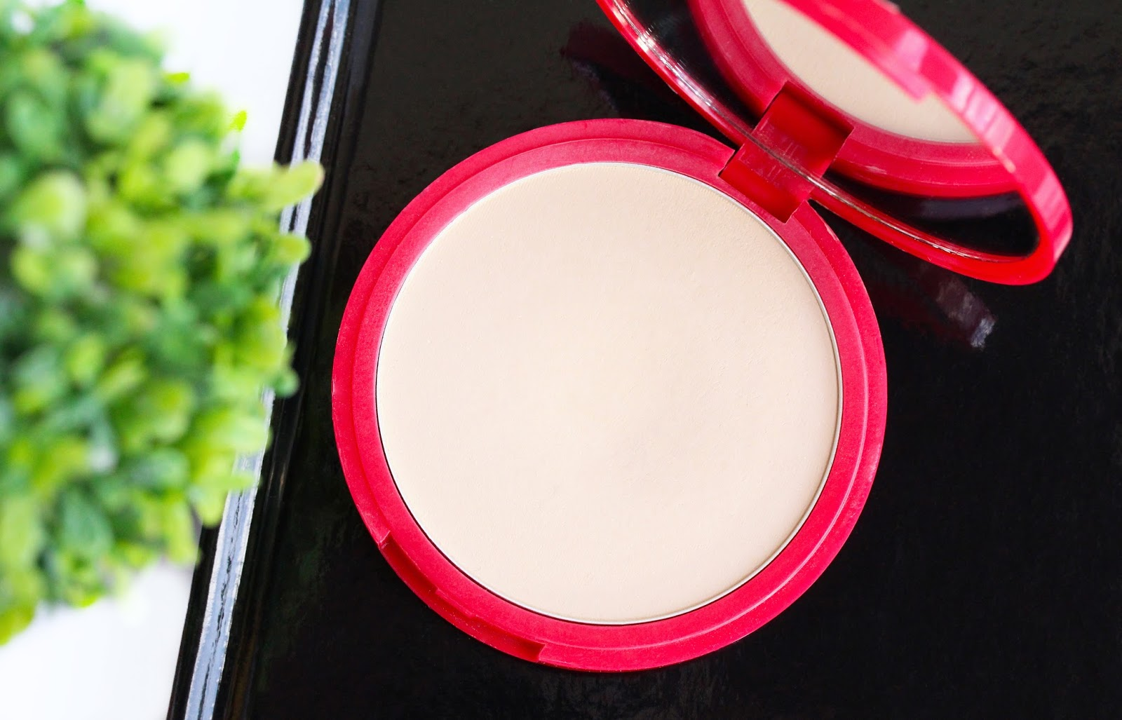 Bourjois Healthy Balance Powder in 52 Vanilla