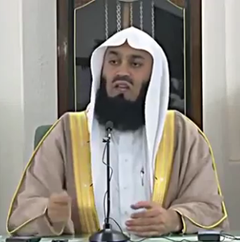 Can a muslim say merry christmas? - mufti ismail menk