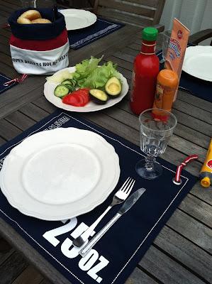 blått, vitt, marint, grillad hamburgare, lunch, teakmöbler, västkusten