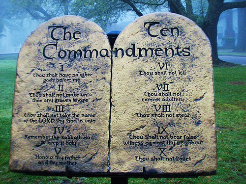 Sepuluh perintah (The Ten Commandments)