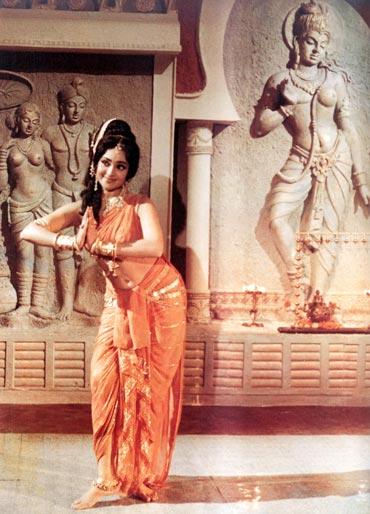 Bollywood saree orange Vyjayanthimala
