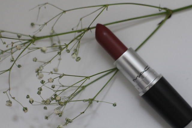 MAC lipstick, MAC Whirl swatch, MAC whirl lipstick review, kylie jenner lip colour, what colour does kylie jenner wear