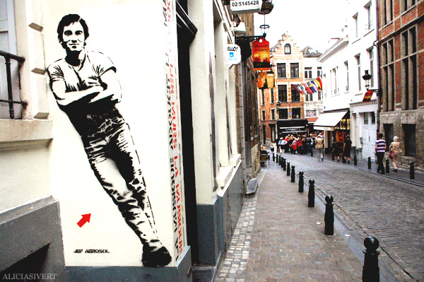 aliciasivert, alicia sivertsson, street art, graffiti, gatukonst, klotter, tags, bussels, bruxelles, bryssel, stencil, schablon, hus, building, jef aerosol, bruce springsteen