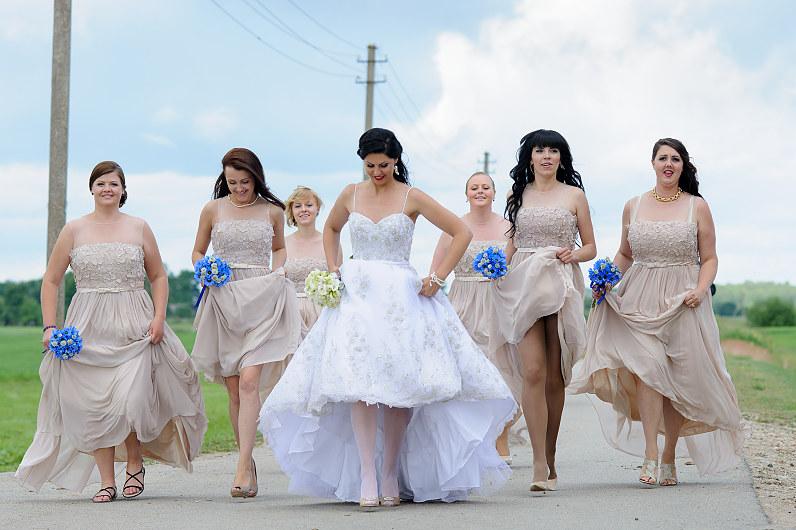 Kremines pamergių suknelės