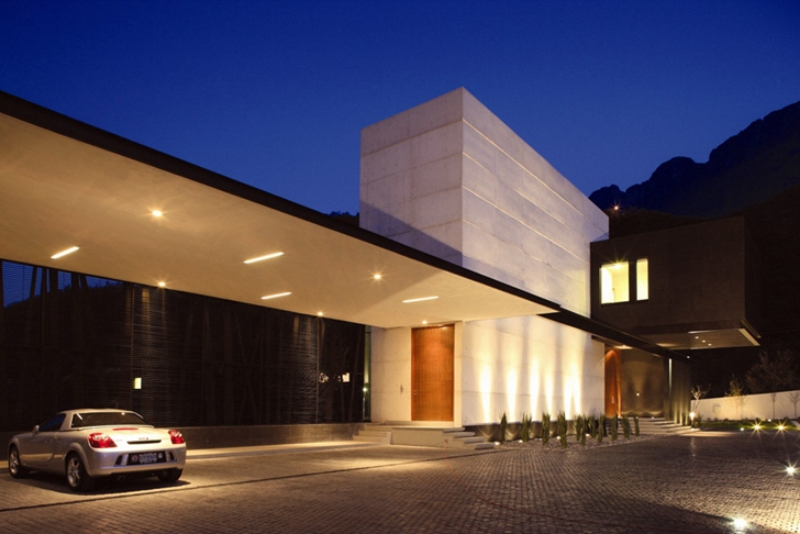 Entrance facade on Modern contemporary CT House in Mexico