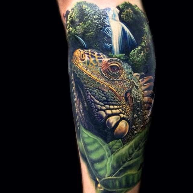 Tatuaje increíble de iguana