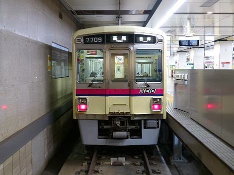 京王電鉄 各停 高尾行き2 7000系幕式(大雪のため運行)