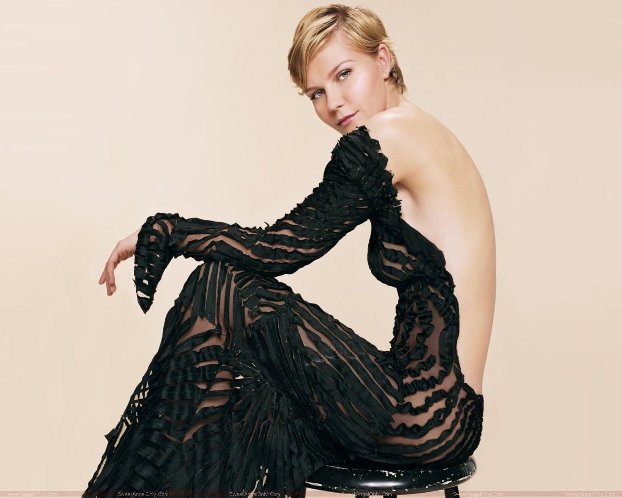 http://4.bp.blogspot.com/-ga6Ty-fzllE/TYjCQqkbZHI/AAAAAAAAFEs/RMELP3MP2uc/s1600/kirsten_dunst_hot_photo_wallpaper_06.jpg