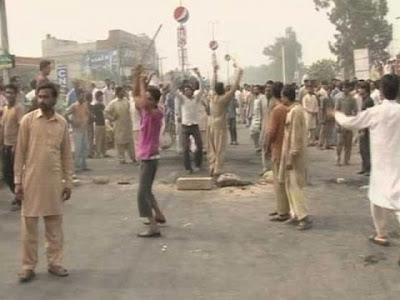 Faisalabad Protests against hours of power cuts continued