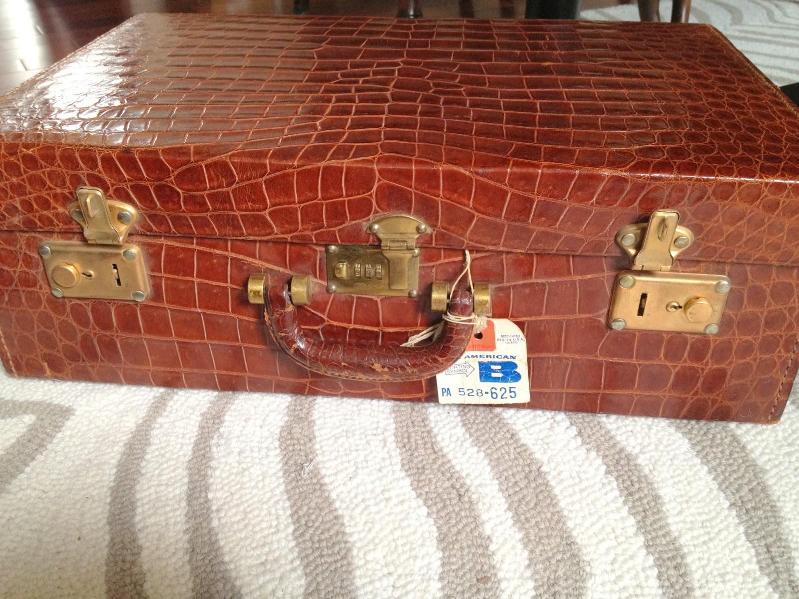 http://4.bp.blogspot.com/-gagqf1Sl2oc/TwxwGCpTL3I/AAAAAAAAApE/5DRgRe27OUk/s1600/suitcase.jpg