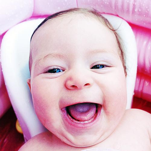 Primeros dientes del bebé Primeiros dentes do bebê