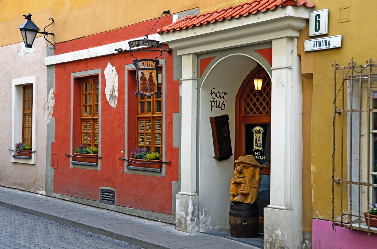 Ресторан национальной кухни Leiciai.  Вильнюс, Литва. Осень Выходные Прогулка по городу достопримечательности фотографии рестораны национальной кухни