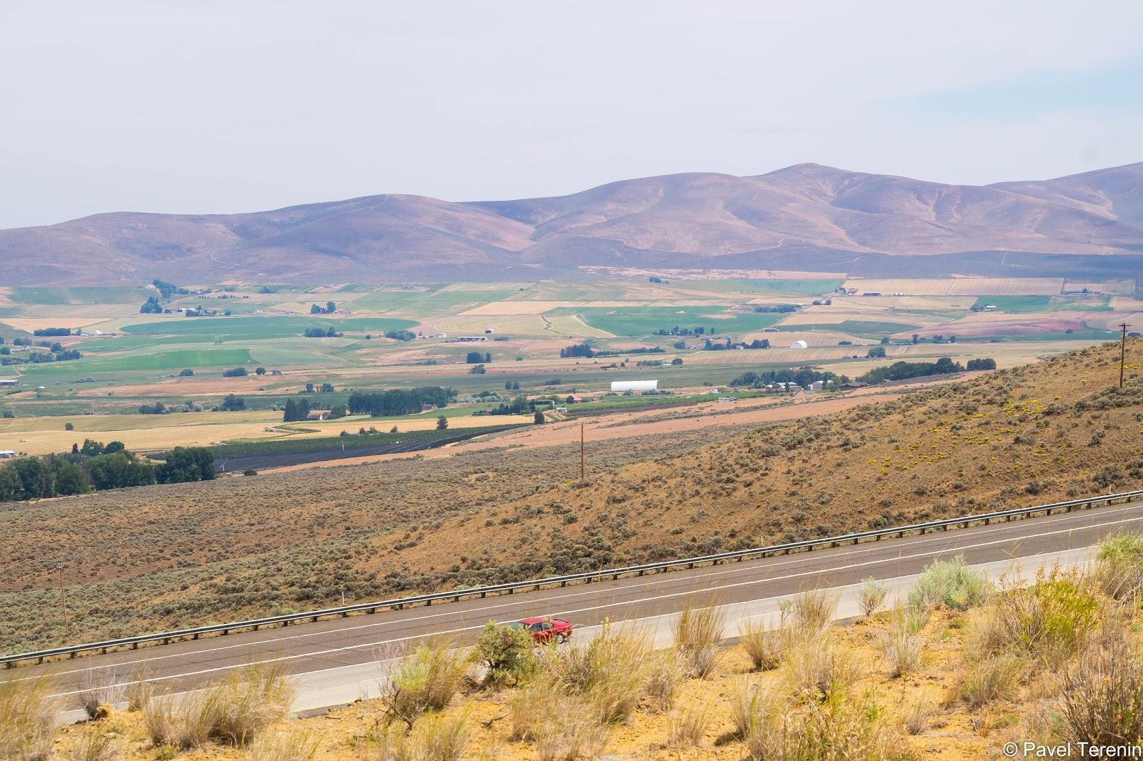Местные горы больше похожи на барханы.