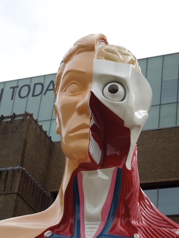 Hymn sculpture Damien Hirst