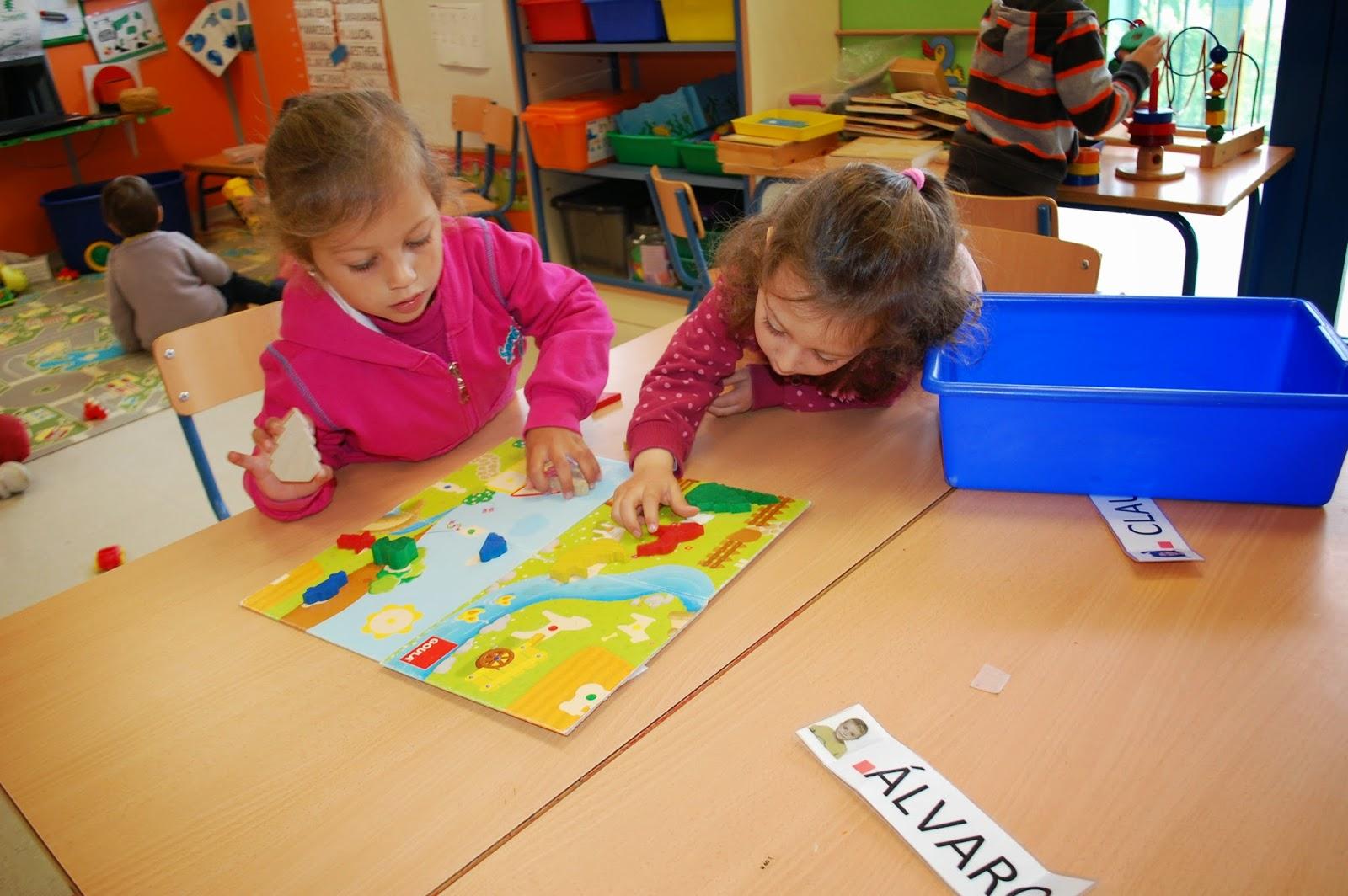 Aula infantil jugando y aprendiendo en los rincones for Aprendiendo y jugando jardin infantil