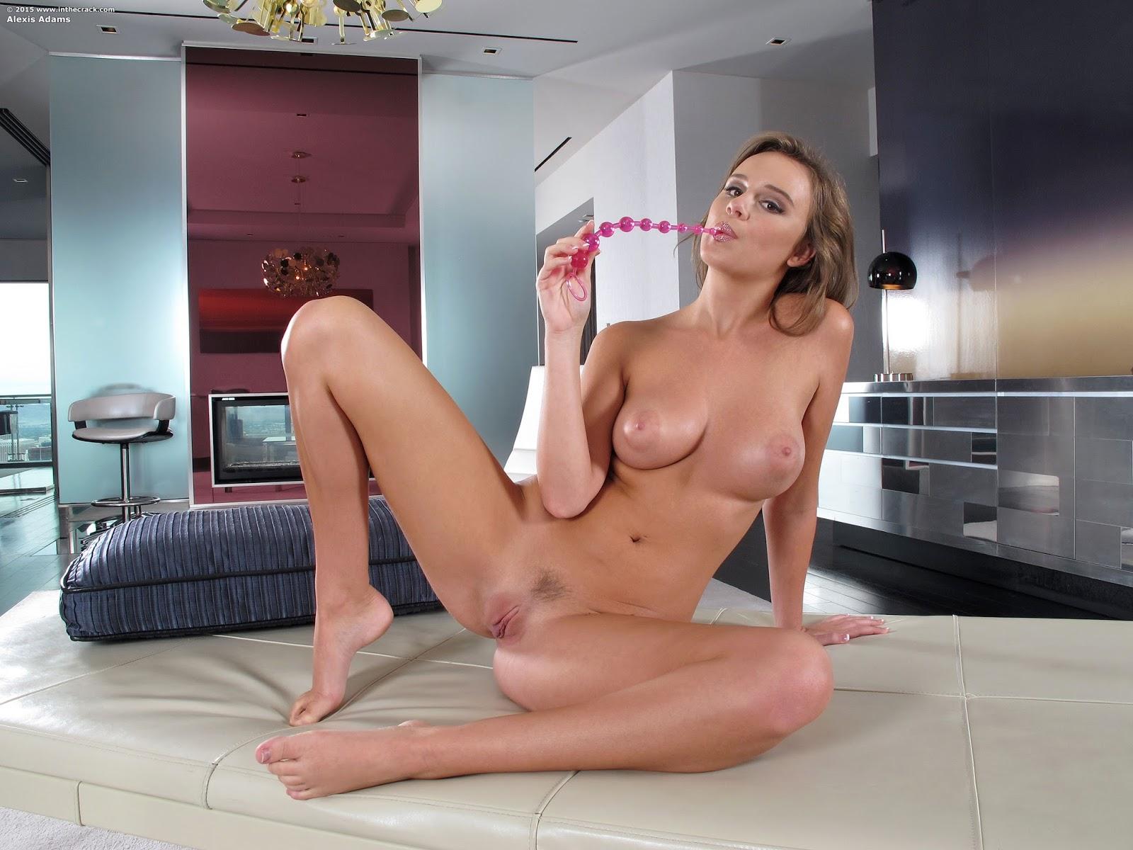 Alexis Adams занимается на веранде порно фото бесплатно