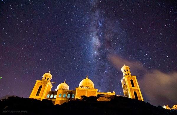 FOTO: Galaksi Bima Sakti di Atas Masjid