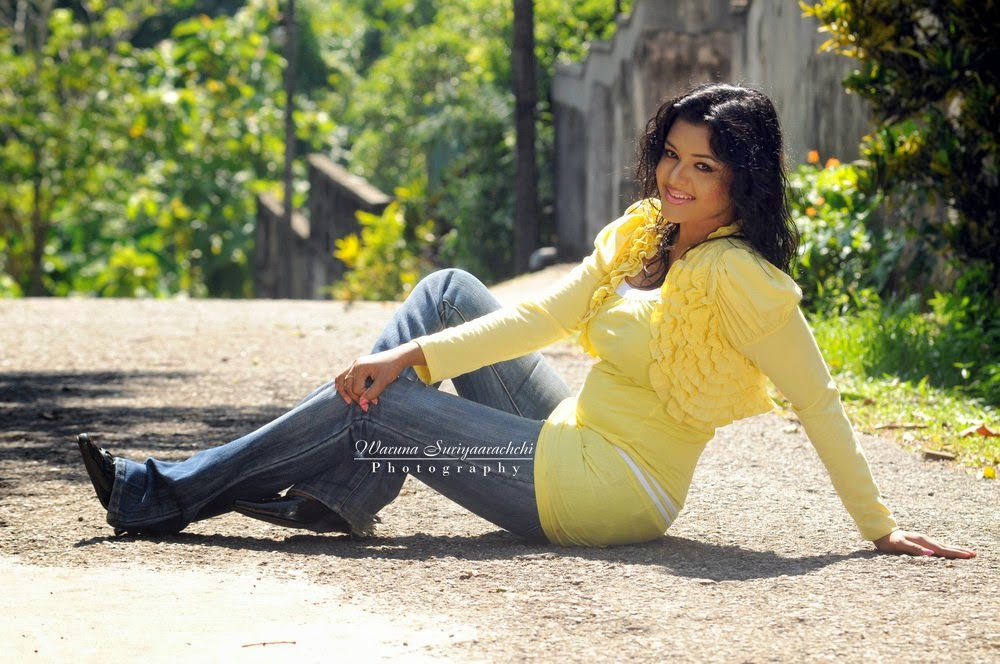 Oshadi Hewamadduma old hot stills photos